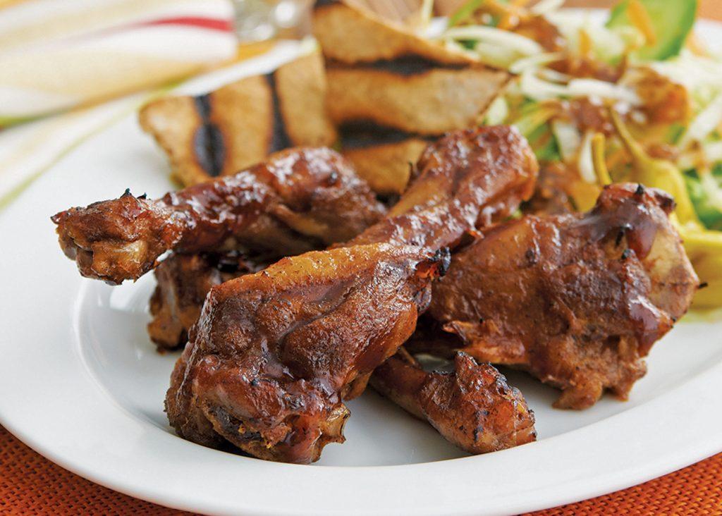 Salade barbecue de pilons de canard à l'ail et au miel
