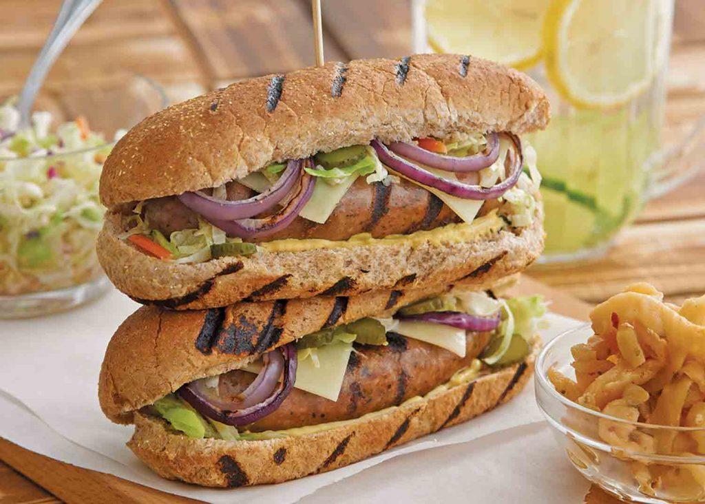 Sandwichs européens aux saucisses de canard à l'oignon grillé